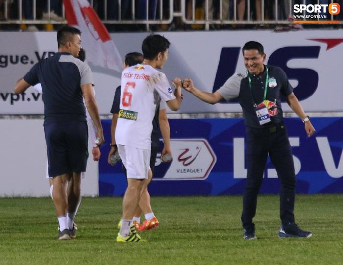 Nguyễn Tuấn Anh ăn mừng cực dị cùng Hữu Tuấn sau trận thắng Hà Nội FC - ảnh 18