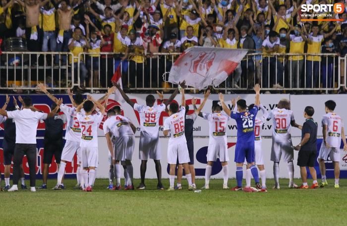 Nguyễn Tuấn Anh ăn mừng cực dị cùng Hữu Tuấn sau trận thắng Hà Nội FC - ảnh 17