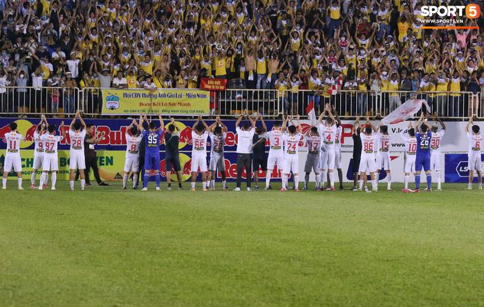 Nguyễn Tuấn Anh ăn mừng cực dị cùng Hữu Tuấn sau trận thắng Hà Nội FC - ảnh 21
