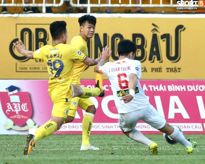HAGL 1-0 Hà Nội FC: Xuân Trường ghi siêu phẩm - Ảnh 1.