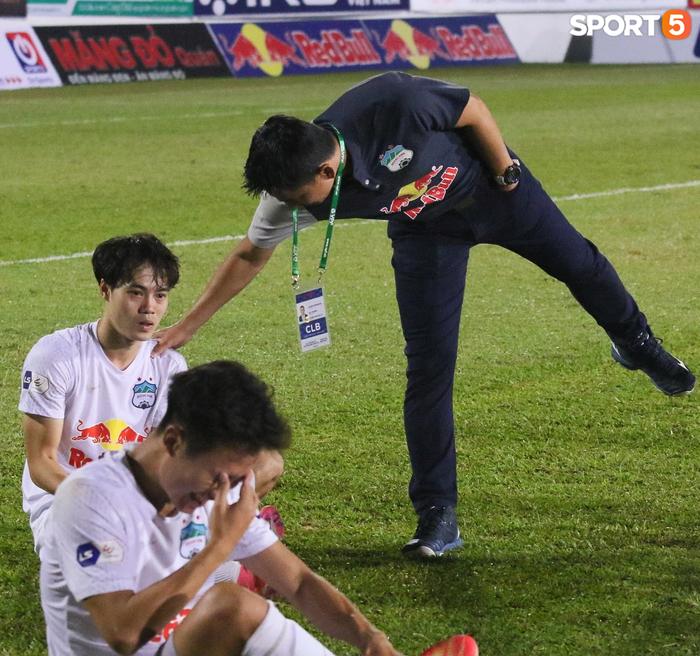 Nguyễn Tuấn Anh ăn mừng cực dị cùng Hữu Tuấn sau trận thắng Hà Nội FC - ảnh 8