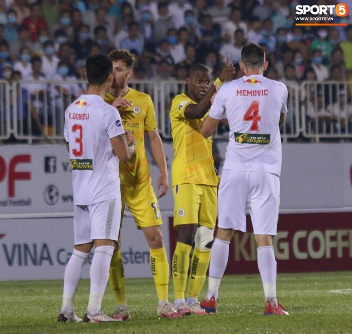 4 ngoại binh xô xát nảy lửa ở trận HAGL thắng Hà Nội FC - ảnh 4