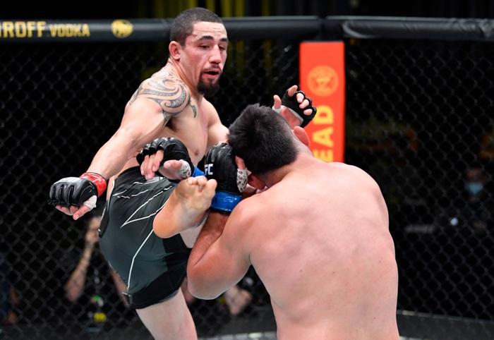 Robert Whittaker đánh bại Kelvin Gastelum sau 5 hiệp, đòi tái đấu cùng Israel Adesanya - Ảnh 2.