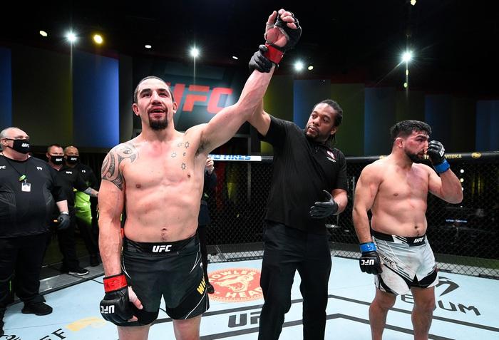 Robert Whittaker đánh bại Kelvin Gastelum sau 5 hiệp, đòi tái đấu cùng Israel Adesanya - Ảnh 8.