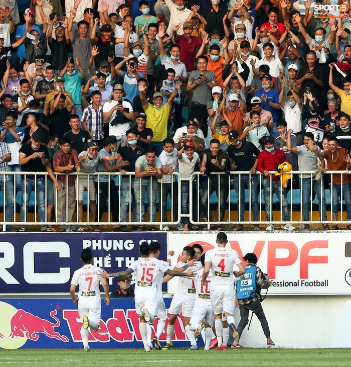 4 ngoại binh xô xát nảy lửa ở trận HAGL thắng Hà Nội FC - ảnh 10