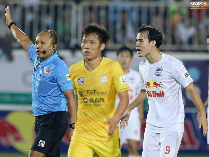 Công Phượng bị Văn Toàn vái lạy, gọi là đồ tham lam sau pha bóng trong trận thắng Hà Nội FC - ảnh 9