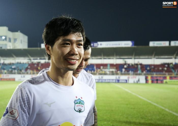 Công Phượng bị Văn Toàn vái lạy, gọi là đồ tham lam sau pha bóng trong trận thắng Hà Nội FC - ảnh 12