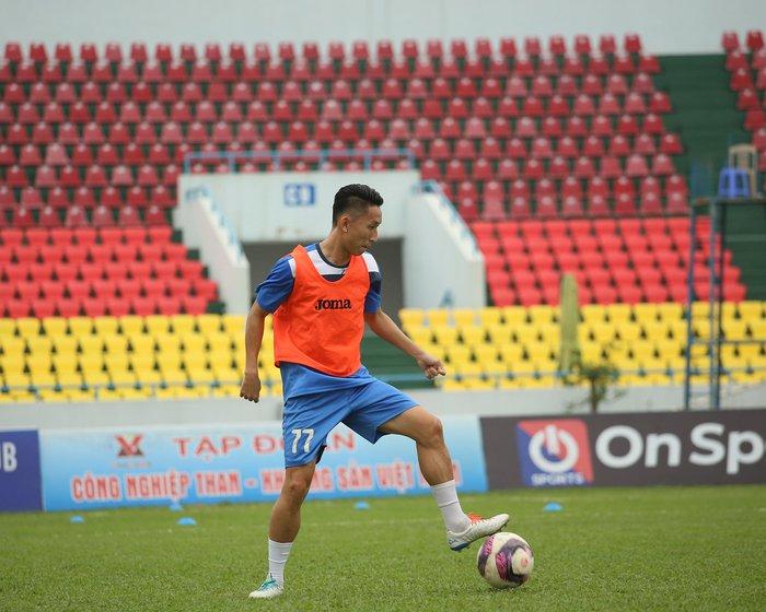 Cầu thủ Than Quảng Ninh trở lại tập luyện trước vòng 7 V.League: Nhà chẳng có gì ngoài... tinh thần - Ảnh 1.