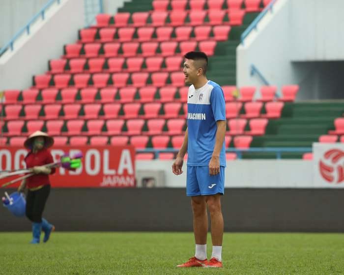 Cầu thủ Than Quảng Ninh trở lại tập luyện trước vòng 7 V.League: Nhà chẳng có gì ngoài... tinh thần - Ảnh 4.