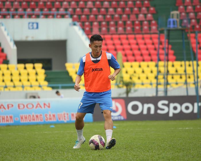 Cầu thủ Than Quảng Ninh trở lại tập luyện trước vòng 7 V.League: Nhà chẳng có gì ngoài... tinh thần - Ảnh 5.