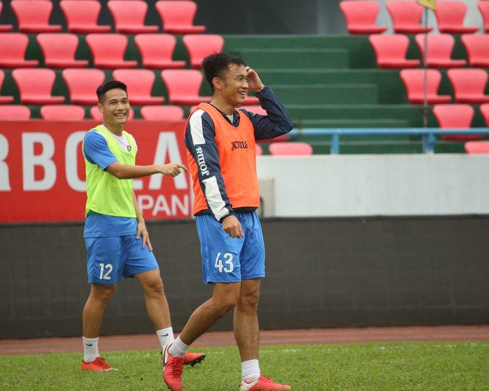 Cầu thủ Than Quảng Ninh trở lại tập luyện trước vòng 7 V.League: Nhà chẳng có gì ngoài... tinh thần - Ảnh 6.