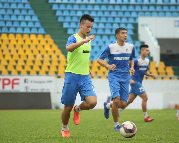 Cầu thủ Than Quảng Ninh trở lại tập luyện trước vòng 7 V.League: Nhà chẳng có gì ngoài... tinh thần - Ảnh 11.