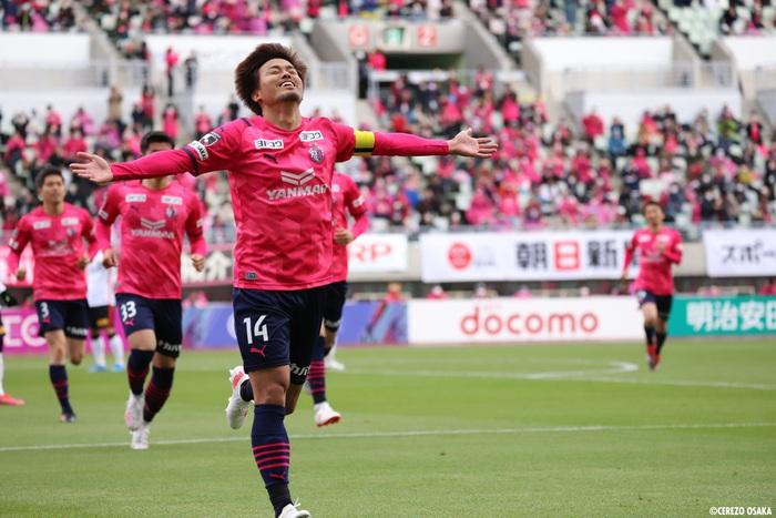 """Văn Lâm hạnh phúc trong lần đầu tập luyện ở Cerezo Osaka, nhờ """"em yêu"""" nhận xét màu áo mới - ảnh 8"""