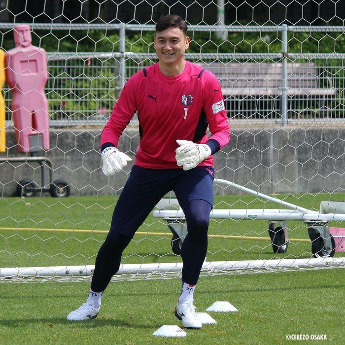 """Văn Lâm hạnh phúc trong lần đầu tập luyện ở Cerezo Osaka, nhờ """"em yêu"""" nhận xét màu áo mới - ảnh 3"""