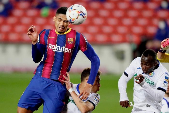 Messi tỏa sáng rực rỡ, Barca đại thắng 5-2 để tiếp tục cuộc đua tam mã La Liga - Ảnh 8.