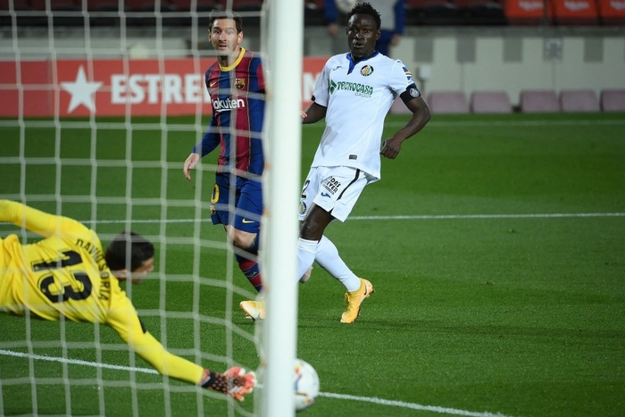 Messi tỏa sáng rực rỡ, Barca đại thắng 5-2 để tiếp tục cuộc đua tam mã La Liga - Ảnh 6.