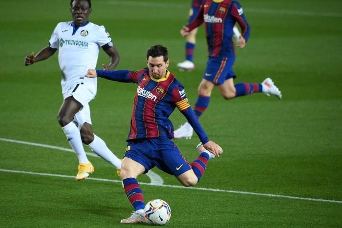 Messi tỏa sáng rực rỡ, Barca đại thắng 5-2 để tiếp tục cuộc đua tam mã La Liga - Ảnh 3.