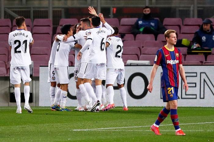 Messi tỏa sáng rực rỡ, Barca đại thắng 5-2 để tiếp tục cuộc đua tam mã La Liga - Ảnh 4.