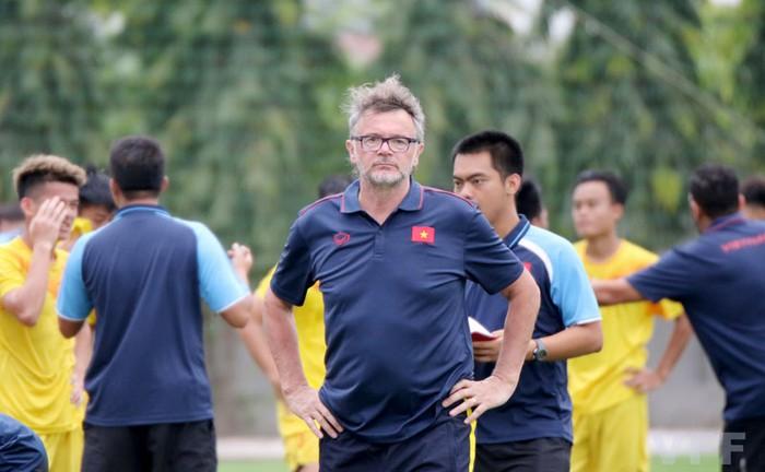 HLV U18 Việt Nam mong chạm trán HLV Park Hang-seo để cải thiện thiếu sót của đội tuyển trẻ - Ảnh 2.