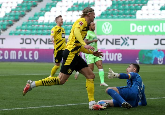 Erling Haaland bùng nổ đưa Dortmund áp sát top 4 - Ảnh 1.