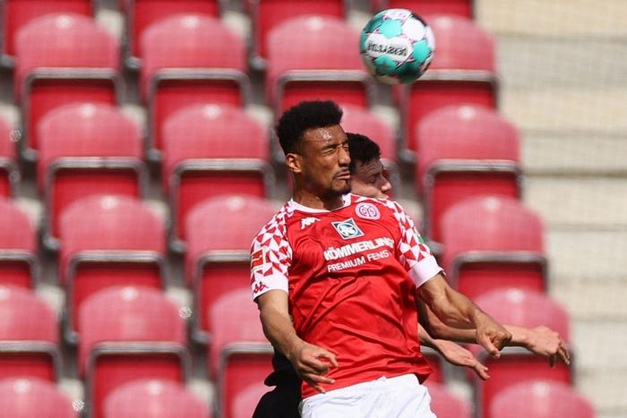 Bất ngờ nhận thất bại trước Mainz 05, Bayern Munich bỏ lỡ cơ hội vô địch sớm - Ảnh 2.