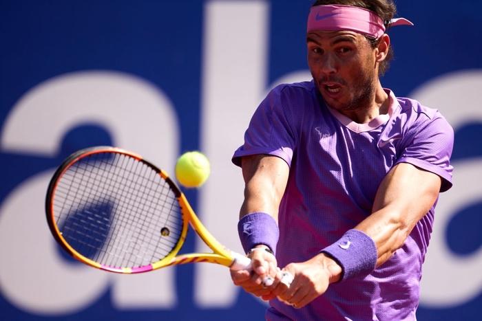 Nadal vào chung kết Barcelona, Djokovic thua sốc ở quê nhà - Ảnh 4.