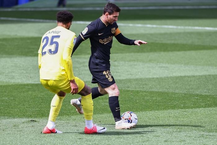 Griezmann tỏa sáng với một cú đúp, Barcelona san bằng điểm số với đại kình địch Real Madrid - Ảnh 2.