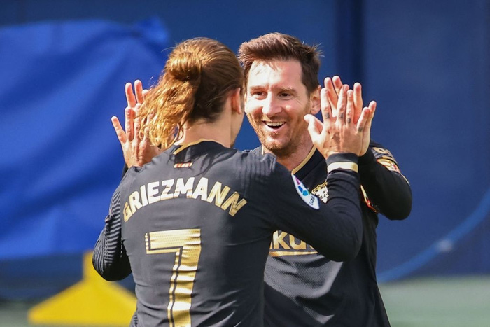 Griezmann tỏa sáng với một cú đúp, Barcelona san bằng điểm số với đại kình địch Real Madrid - Ảnh 4.