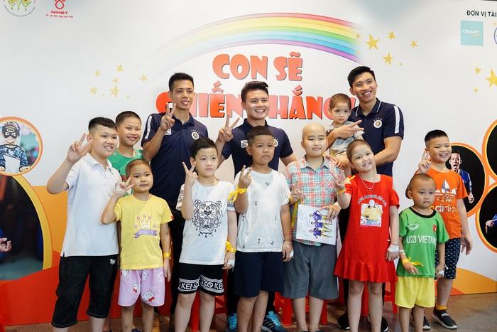 Cầu thủ Hà Nội FC giao lưu với bệnh nhi ung thư: Con sẽ chiến thắng! - Ảnh 10.