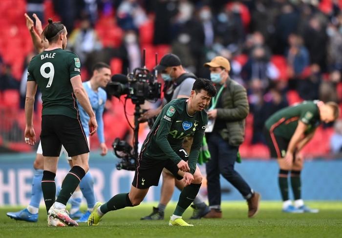 Son Heung-min khóc nức nở sau thất bại ở chung kết Cúp Liên đoàn Anh - Ảnh 2.