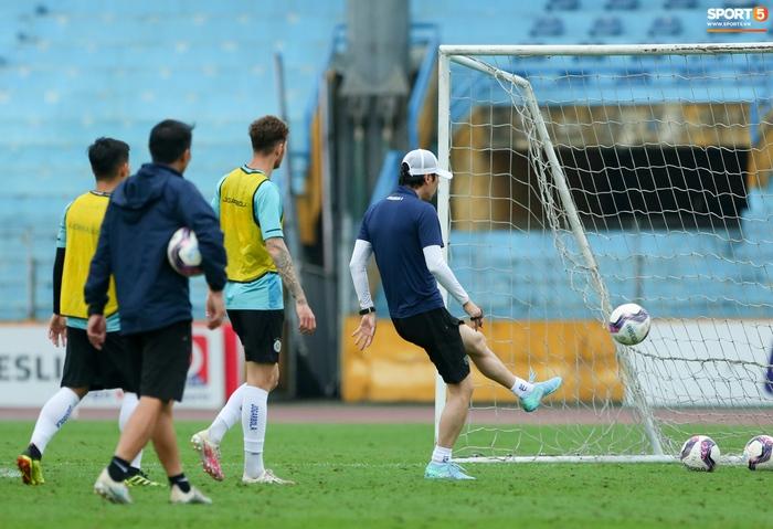 Cầu thủ Hà Nội FC tranh luận cực hăng với HLV Hàn Quốc khi chơi game - Ảnh 5.