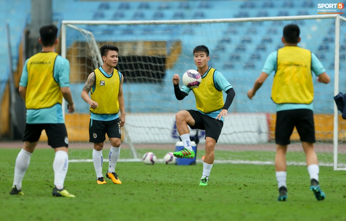 Cầu thủ Hà Nội FC tranh luận cực hăng với HLV Hàn Quốc khi chơi game - Ảnh 2.