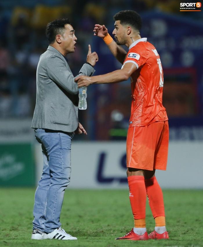 Cựu cầu thủ U16 Barca nằm sân câu giờ, bị HLV Bình Định mắng không hiểu gì về bóng đá Việt Nam - ảnh 5