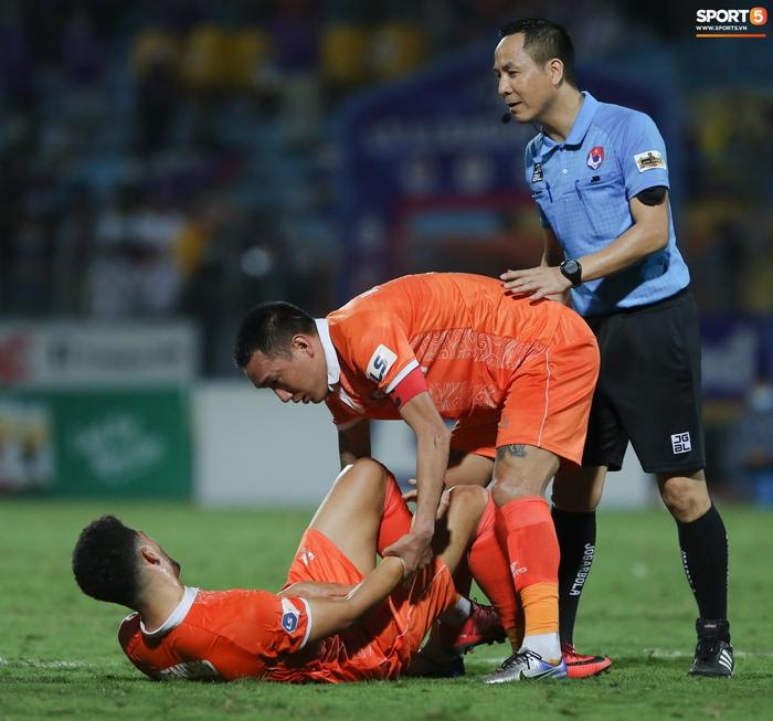 Cựu cầu thủ U16 Barca nằm sân câu giờ, bị HLV Bình Định mắng không hiểu gì về bóng đá Việt Nam - ảnh 2