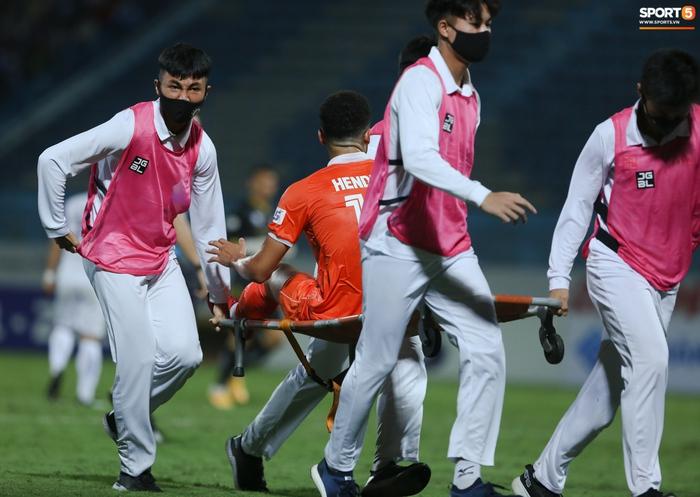 Cựu cầu thủ U16 Barca nằm sân câu giờ, bị HLV Bình Định mắng không hiểu gì về bóng đá Việt Nam - ảnh 4