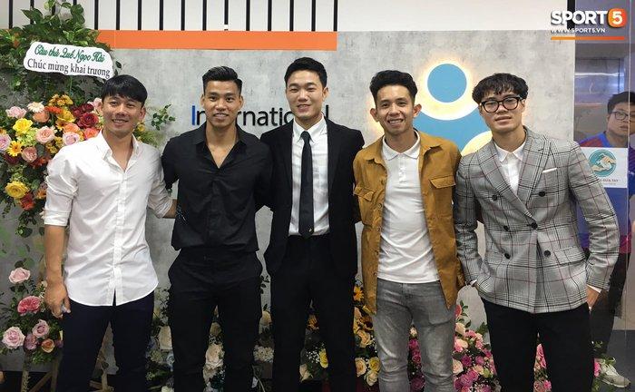 Nghề tay trái kiếm thu nhập khủng của Văn Toàn và hội cầu thủ Việt - Ảnh 5.