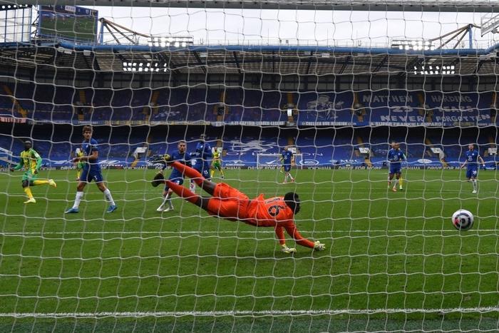 """Thiago Silva """"đi tắm"""" sớm, Chelsea thua tan nát trên sân nhà trước đội áp chót bảng - Ảnh 9."""