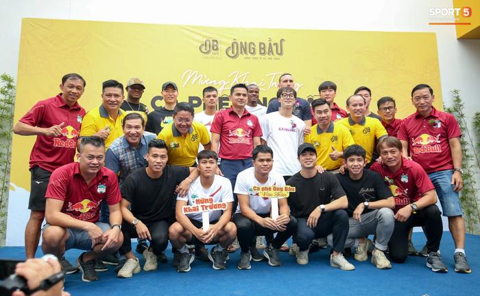 Nghề tay trái kiếm thu nhập khủng của Văn Toàn và hội cầu thủ Việt - Ảnh 1.