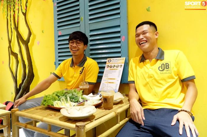 Nghề tay trái kiếm thu nhập khủng của Văn Toàn và hội cầu thủ Việt - Ảnh 7.