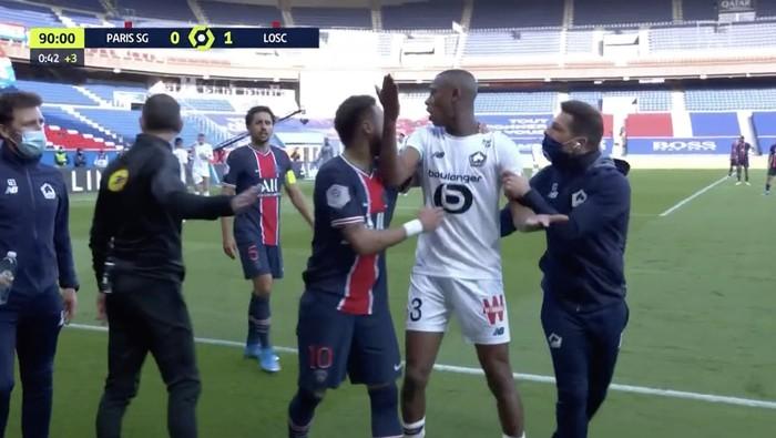Neymar lập kỷ lục thẻ đỏ ở Ligue 1, trên đường rời sân còn lao vào đòi hành hung đối thủ - Ảnh 8.