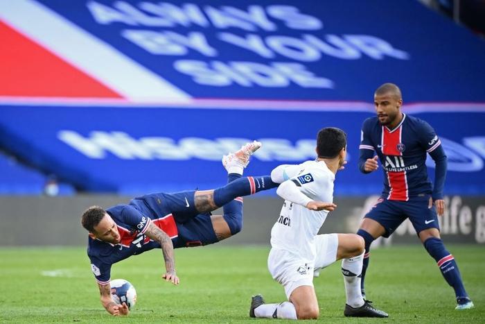 Neymar lập kỷ lục thẻ đỏ ở Ligue 1, trên đường rời sân còn lao vào đòi hành hung đối thủ - Ảnh 9.
