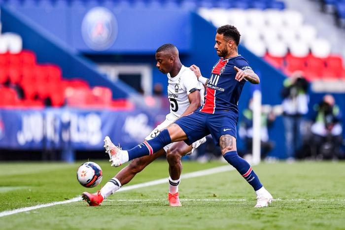 Neymar lập kỷ lục thẻ đỏ ở Ligue 1, trên đường rời sân còn lao vào đòi hành hung đối thủ - Ảnh 2.