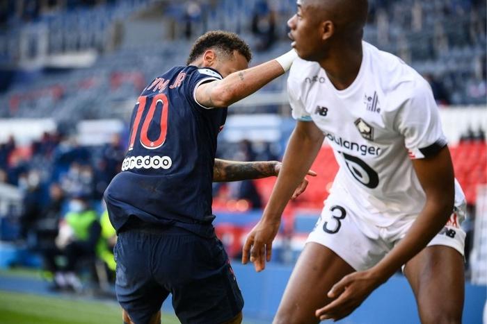 Neymar lập kỷ lục thẻ đỏ ở Ligue 1, trên đường rời sân còn lao vào đòi hành hung đối thủ - Ảnh 4.