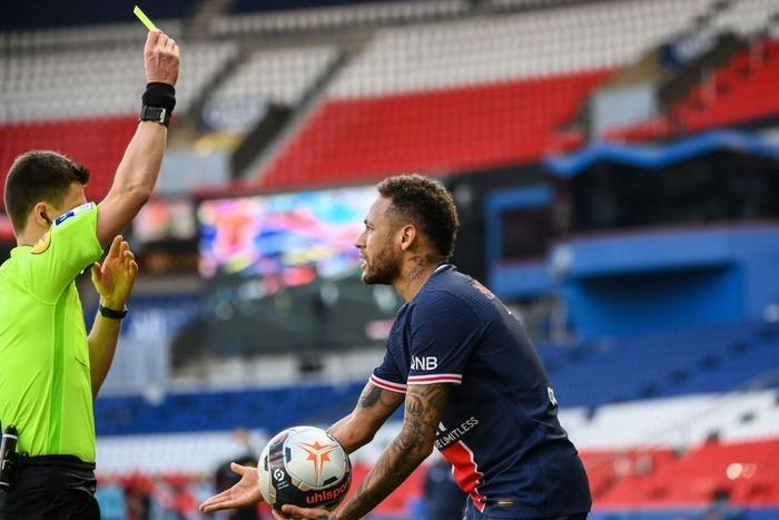 Neymar lập kỷ lục thẻ đỏ ở Ligue 1, trên đường rời sân còn lao vào đòi hành hung đối thủ - Ảnh 5.