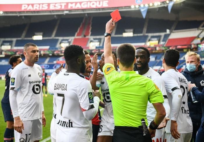 Neymar lập kỷ lục thẻ đỏ ở Ligue 1, trên đường rời sân còn lao vào đòi hành hung đối thủ - Ảnh 7.