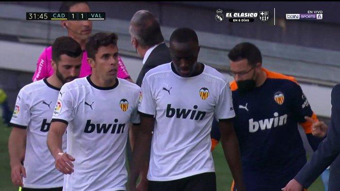 Cầu thủ Valencia đồng loạt rời sân giữa trận vì phân biệt chủng tộc - Ảnh 6.