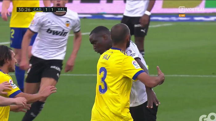 Cầu thủ Valencia đồng loạt rời sân giữa trận vì phân biệt chủng tộc - Ảnh 4.