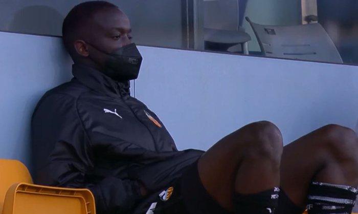 Cầu thủ Valencia đồng loạt rời sân giữa trận vì phân biệt chủng tộc - Ảnh 9.