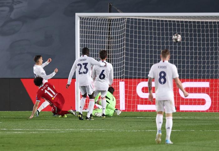 Vắng cả cặp trung vệ, Real Madrid vẫn đủ sức đè bẹp Liverpool ở Champions League - Ảnh 9.