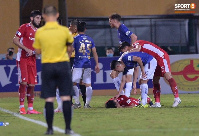 """Đức Huy """"ăn"""" thẻ đỏ sau pha cùi trỏ thẳng mặt cầu thủ CLB Viettel - Ảnh 3."""